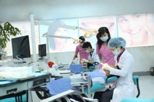 4 1 300x200 Khám răng miệng tổng quát và khám răng miệng chuyên sâu
